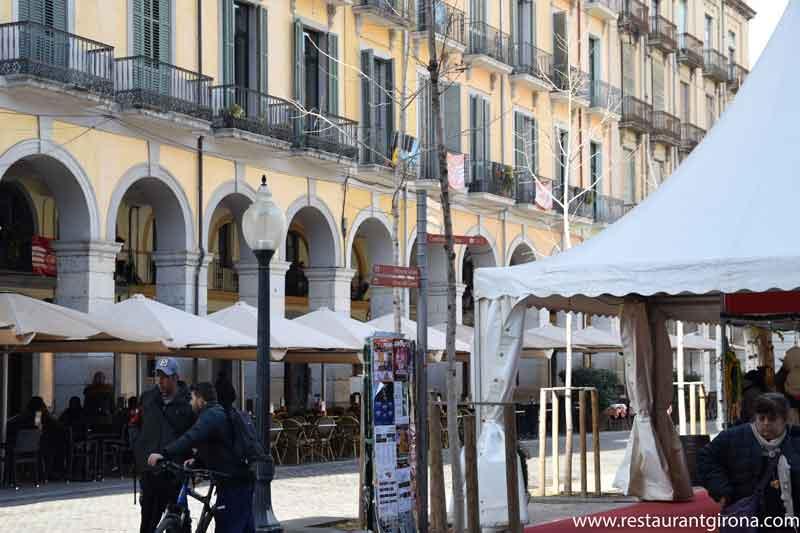 Foto del centro de Girona para resturant girona donde comer bien en pareja o en grupo en el centro de gerona restaurante romántico con encanto