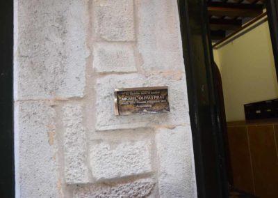 Placa en el barrio judio de Girona para restaurant girona donde comer bien en el centro restaurante de comida tradicional catalana