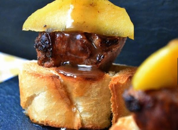 Dulce salchicha 'butifarra' con manzana
