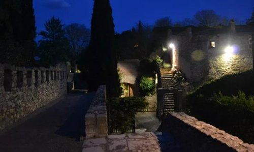 Paseo nocturno por las murallas de la ciudad
